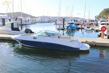 Luxury Boat, Fine Bedroom, Breakfast & Pool - Thornleigh - Bed & Breakfast