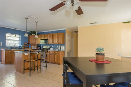 2nd room: Comfy Home, quiet area - Tampa - Haus