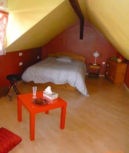 Chambre confortable dans une maison individuelle - Ev