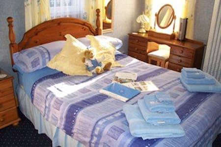 Double en-suite room with Full breakfast included - Alexandria