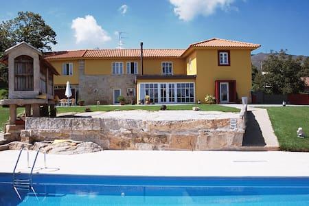 5 bedrooms villa with pool - Valença