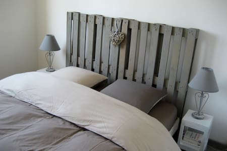 Private cozy room with a double bed - Wohnung