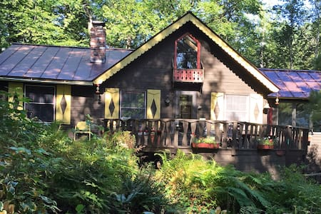 FERN HILL, Woods/Lake Cottage B&B - Bed & Breakfast