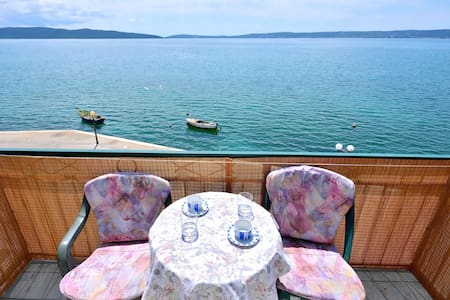 Charming Seafront Apartment Blue - Apartmen