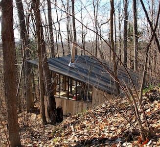 CABIN NESTED in escarpment band - Chalet