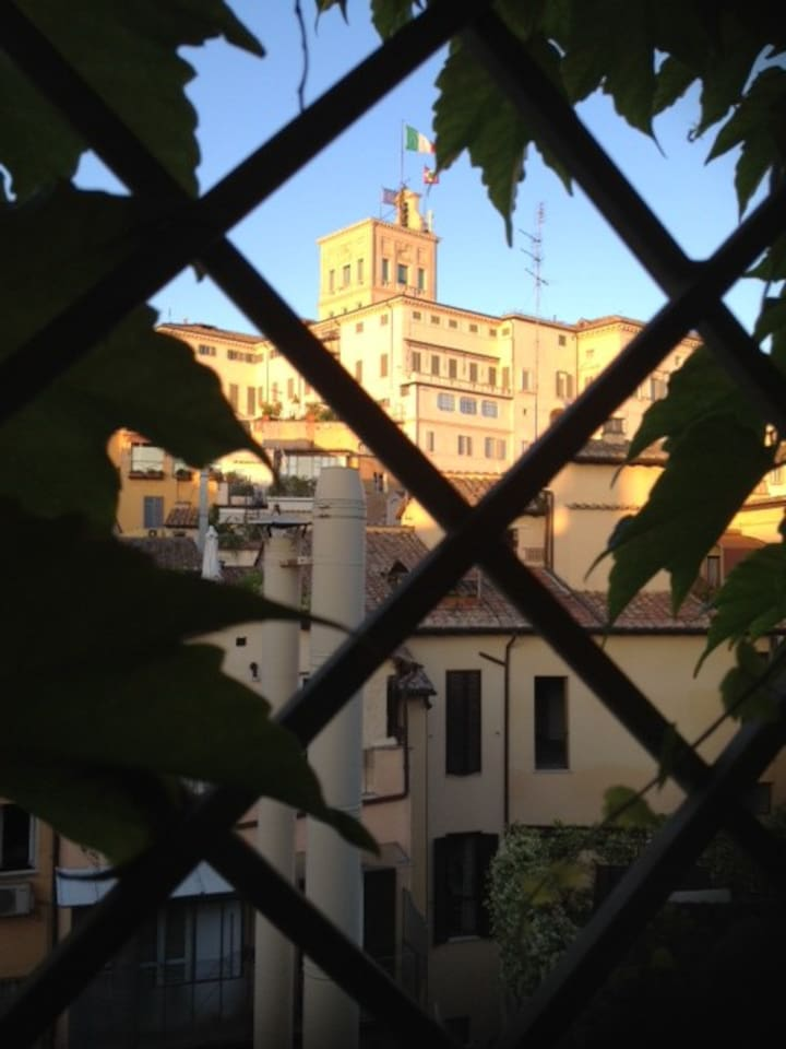 TERRACE WITH TERRACOTTA FLOOR AND ELETTRIC REMOVABLE ROOF, VIEW OVERLOOKING QUIRINAL PALACE