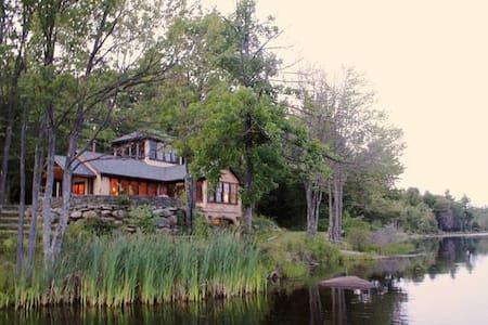 GORGEOUS LAKE HOME + BARN - Rumah