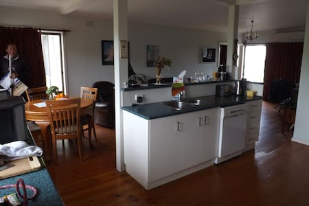 Ideal location, water views - Paynesville - Dom