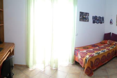 Luminosa stanza singola - Comfortable private room - Apartment