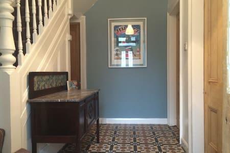 En-suite double in ideal location! - Bed & Breakfast