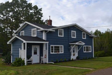 Cozy 3BDR Farmhouse in Kentville - Kentville - House