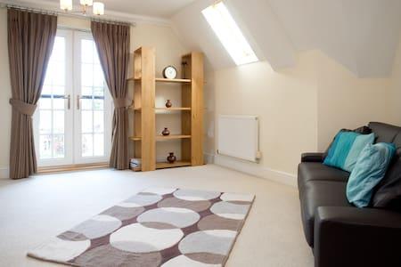 Luxury 2 bed flat-20 min to London - Lägenhet
