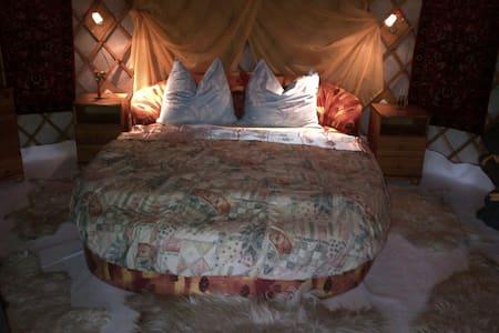 Almond Grove Yurt Hotel - Ábrahámhegy - Yurt