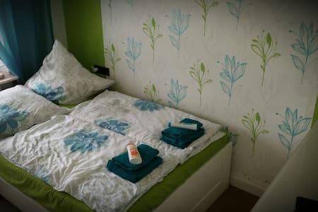 Helles Zimmer mit geteiltem Bad - Vellmar