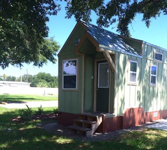 Legoland Lakefront TinyHouse w boat SEPT SPECIAL! - Winter Haven - Casa