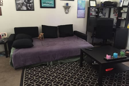 Comfy couch in nice apartment - Los Angeles - Apartment