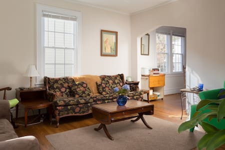 Stay in comfort in a 1920's historic home in beautiful Trinity Park. We're a block from Duke East Campus, and a 15 minute walk or 5 minute bike ride to both downtown and the shops of eclectic 9th St. Nothing's closer to the heart of Durham!
