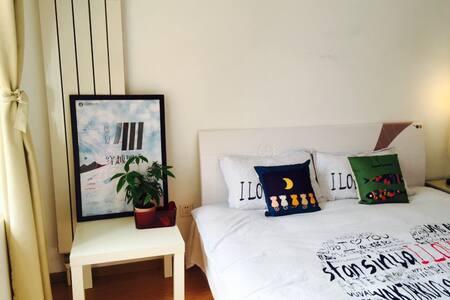 Master bedr in 2 bedr apartment,8 min walk to MTR. - Apartemen