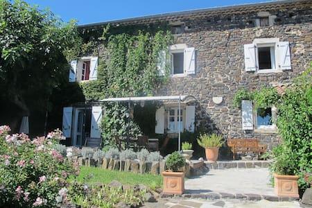 Belle maison ancienne tout confort - House