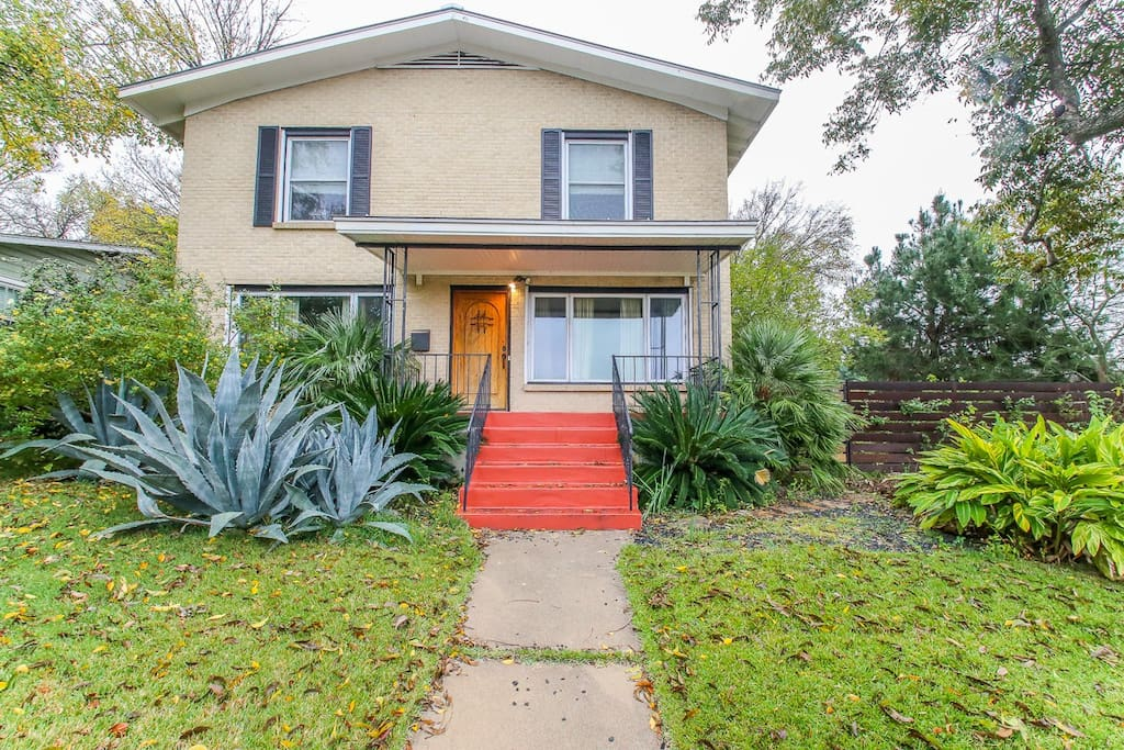 SOCO!  5 bedroom on Travis Heights