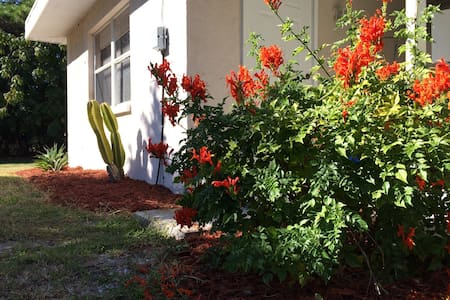 Walk to the beach, remodeled! - Venice - Apartment