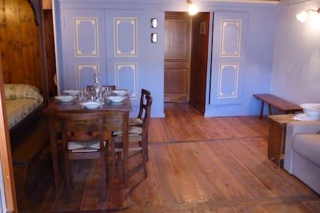 Appartamento ristrutturato tradizionale walser - Lejlighed