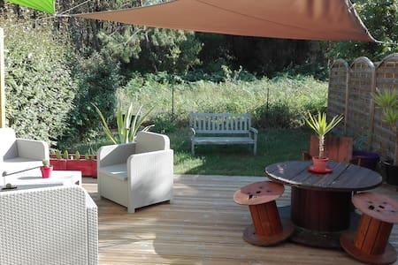 Chambre privée dans maison mitoyenne avec jardin - saint vincent-de-tyrosse - Dům