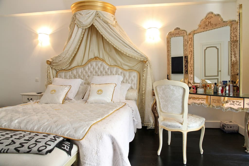 Champs Élysées  Luxury Apartment