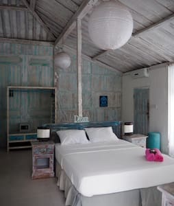 Huge cozy room in DREAM villa (1)