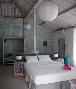 Huge cozy room in DREAM villa (1)