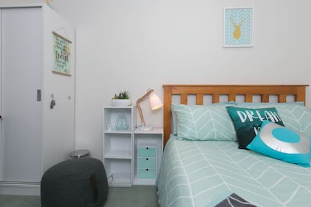 Cosy lovely twon house in CBD - Auckland