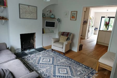 3 Bed Cottage by the beach and South downs - Maison
