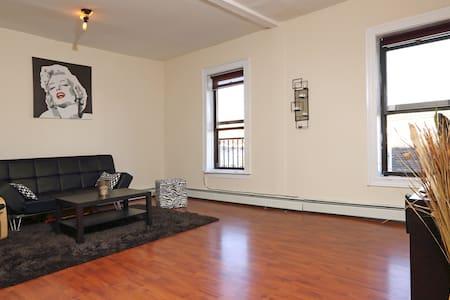 Spacious room in Brooklyn!