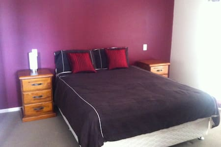 Double rm + ensuite walk in w/robe - Loganholme