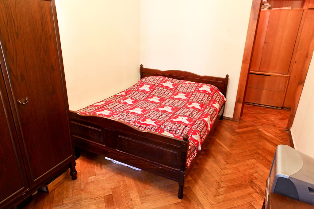 1 room in historic downtown Moscow