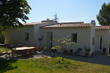Chambres en colline entre Aix, Marseille et Toulon - Auriol - Huis