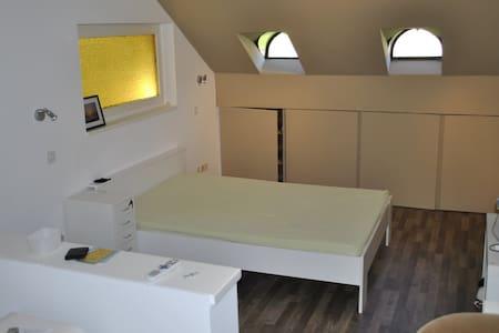 Privatwohnung, günstig, für bis zu 2 Personen - Diegten - Apartment