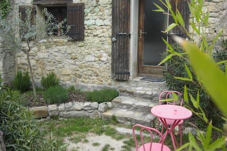 Chez Jules, gîte pour 2 avec jardin - Maison