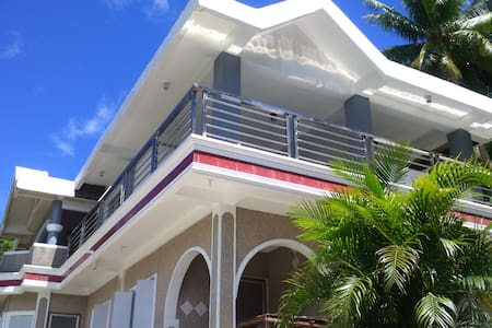 Catanduanes A/C luxury & modern room front beach - Bed & Breakfast
