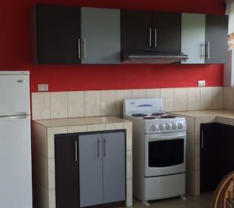 Modern appartment Grecia d-town, safe &quiet place - Grecia - Apartment