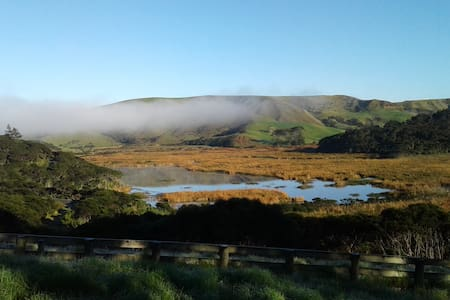 self contained Bethells Beach cottage - Auckland