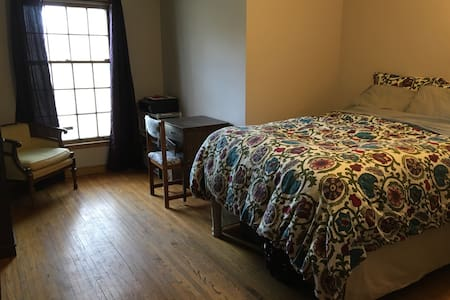 Full size bed in charming MPLS home - Talo