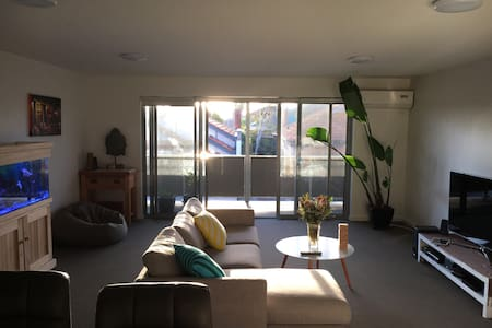 Chilled apartment in Funky Footscray - Footscray - Apartamento