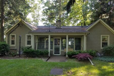 CLEAN cottage on an ALL SPORTS Lake (130 Acres) - Pullman