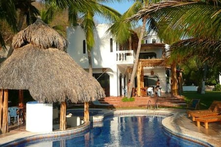 Beautiful Beachfront Villa with Private Pool - Vila