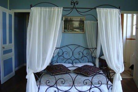 Chambre Bleue 3 person room - Castle