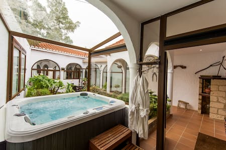Luxury Canary Cottage with Jacuzzi - Casa