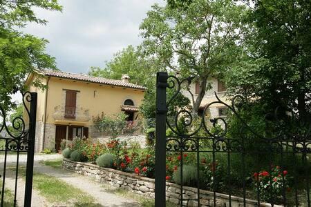 Girasole-appartamento con piscina - Via Stratta