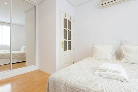 Cozy, central location, with A/C - Madrid - Appartamento
