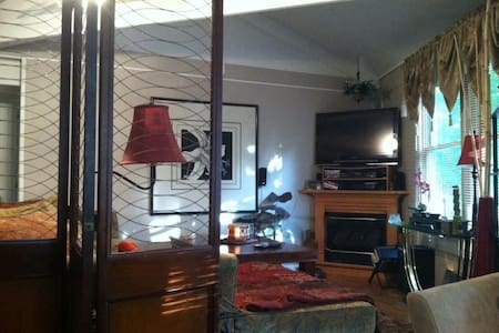 Fall special $$ $50 off 3rd night - Hus